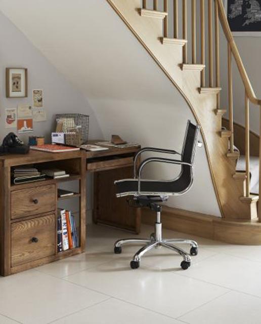 home-office-embaixo-da-escada-6